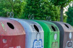 Das Bild zeigt Glas-Container zum Glas-Recycling in Deutschland