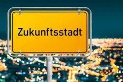 """Ortsschild, auf dem """"Zukunftsstadt"""" steht"""
