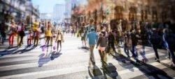 Symbolbild für Mobilitätsgesetz: Fußgänger in der STadt